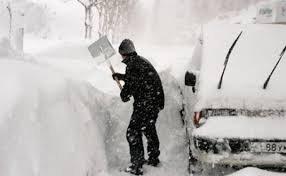 Рекордний снігопад ужгородці не витримали (ВІДЕО)