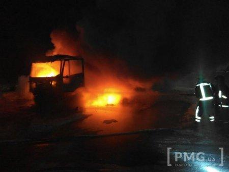 Вночі на Закарпатті згоріла російська вантажівка