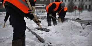 Як комунальні служби Виноградова розчищають дороги від снігу (Відео)