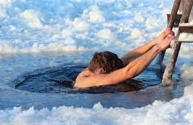 Зимове купання: трохи щастя в холодній воді (ВІДЕО)