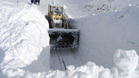 На Закарпатті лавина накрила 4 машини, в яких знаходилося десять чоловік