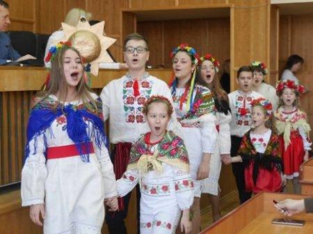До міської ради Ужгорода завітали вертеп та колядники (ФОТО)