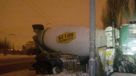 Нетверезий водій бензовоза влаштував серйозну ДТП у Києві