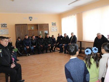Дітки з Чинадієвського будинку-інтернату колядували мукачіським поліцейським (ФОТО)