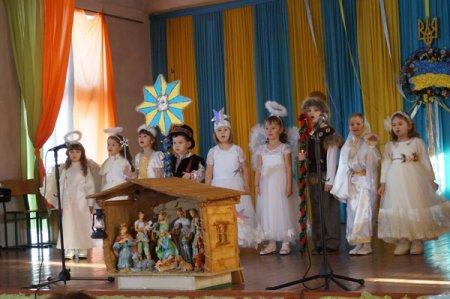 Діти з сіл Тереблянської долини колядували у Буштині  (фото)