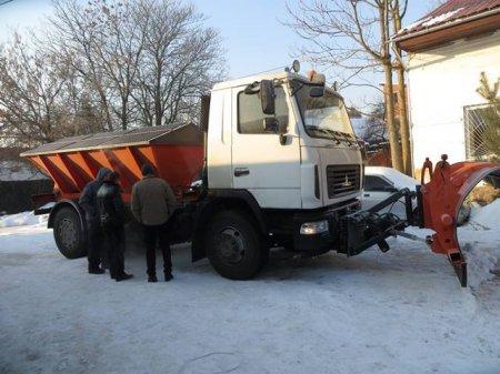"""В Берегові протестували нову універсальну машину на базі """"МАЗу"""""""