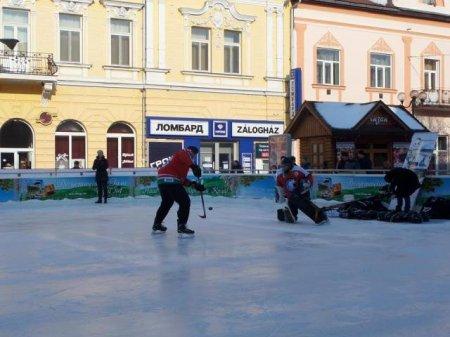 Берегівській угорській гімназії подаровано хокейну екіпіровку