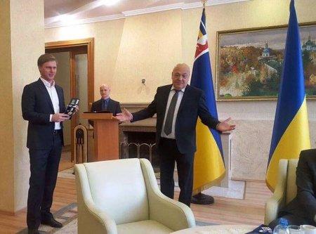 Закарпатський нардеп Валерій Лунченко отримав нагороду від голови Закарпатської ОДА