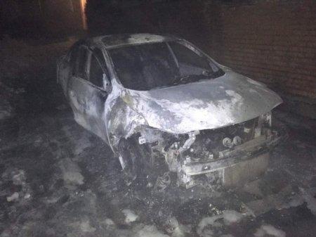Вночі в Мукачеві горів автомобіль «Рено» (фото)