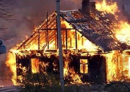 У власній оселі заживо згорів чоловік