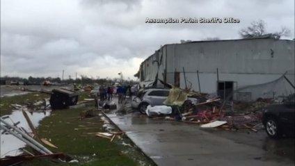 Жахливе торнадо пронеслося в США (ВІДЕО)