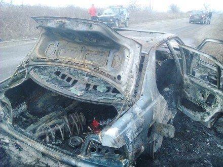 На Іршавщині просто під час руху спалахнуло авто