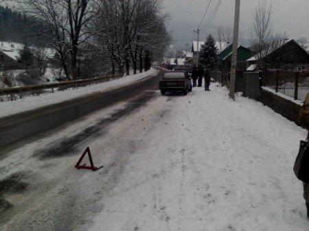 На Рахівщині автомобіль збив 7-річну дівчинку