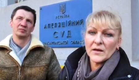В Ужгороді суд визнав, що чиновники не вправі відгороджуватися замками від народу  (відео)