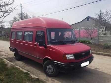 Невідомі у жителя Берегівщини вкрали мікроавтобус
