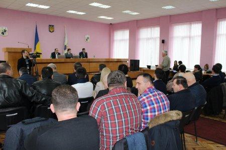 Ряд важливих питань розглянули депутати на позачерговій сесії Виноградівської районної ради
