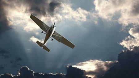 Літак впав на житлові будинки в США