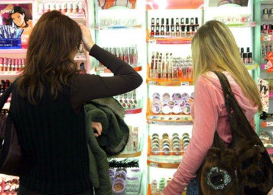 В Ужгороді жінка обікрала косметичний магазин