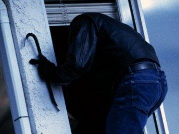 Двоє закарпатців пограбували покинутий будинок