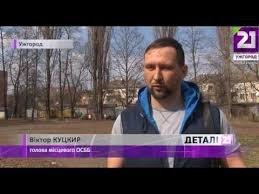 Вулиця Добролюбова в Ужгороді потонула в смітті (Відео)