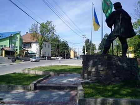 Розбійний напад з пограбуванням стався в селищі Буштино, що на Тячівщині