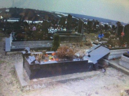 40-річний вандал понівечив на кладовищі надмогильні пам'ятники (ФОТО)