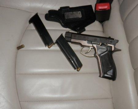 закарпатські прикордонники виявили пістолет та набої до нього