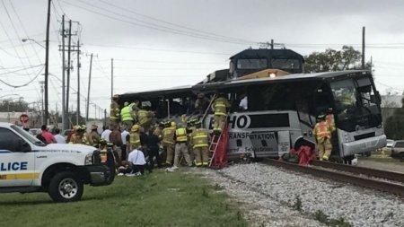 Потяг врізався в пасажирський автобус