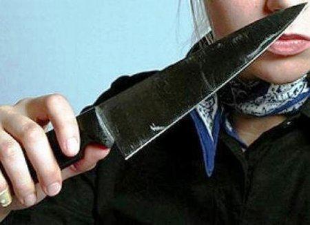 Мукачівка на 8 Березня ножем ледь не вбила свого минулого чоловіка