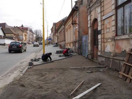 Нову тротуарну плитку почали класти по вулиці Тлехаса та Собранецькій (ФОТО)