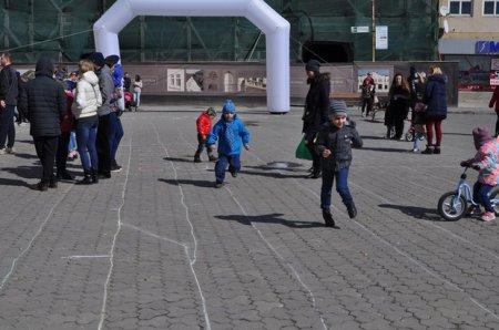 В Ужгороді провели благодійний забіг до Дня щастя (ФОТО)