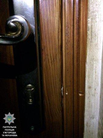 У Мукачеві чоловік намагався проникнути в чуже житло (ФОТО)