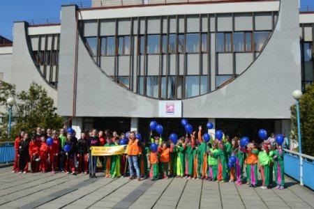 Більше сотні закарпатських школярів в Ужгороді долучилися до всеукраїнського флешмобу з безпеки дорожнього руху