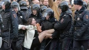 """Пєсков назвав """"звичайною практикою"""" масові затримання протестувальників у Росії"""