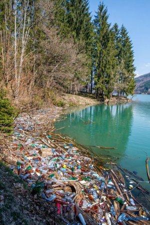 Просто жах! Як виглядає водосховище на Хустщині (ФОТО)