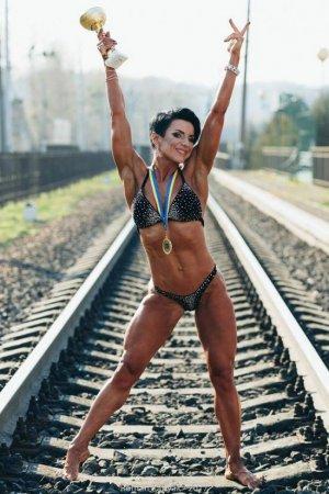 Ужгородка Юлія Гомбош - бодіфітнес модель - мама трьох дітей - кондитер (ВІДЕО)