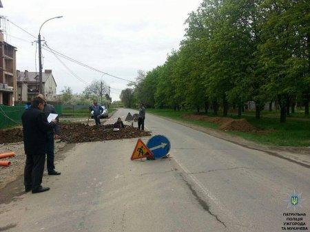 Закарпатські поліцейські продовжують весняне обстеження стану доріг (ФОТО)