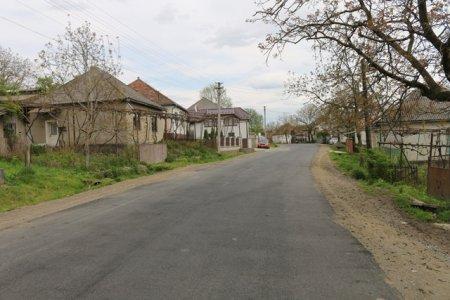Закарпатські дорожні служби відремонтували многострадальний відрізок дороги у селі Камянське (відео)