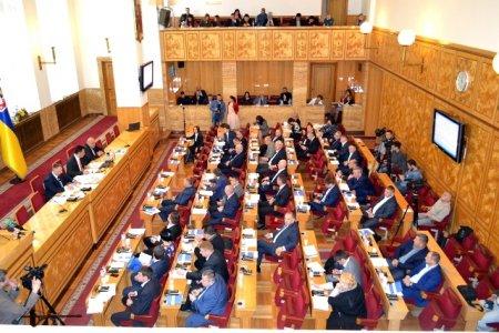 Перше пленарне засідання сьомої сесії Закарпатської облради відбулося оперативно та по-діловому