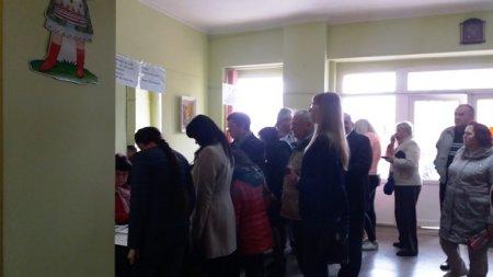 На деяких виборчих  дільницях Іршави черги (фото)