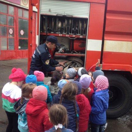 Свалявські рятувальники вчать підростаюче покоління правилам безпеки (ФОТО)