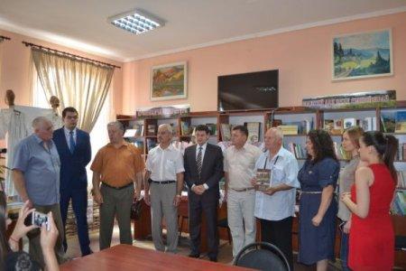 У Тячівській районній бібліотеці  віце -консул Румунії відкрив секцію румунської літератури (фото)