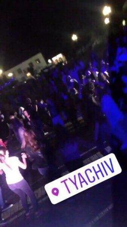 В Тячеві  в центрі міста влаштували дискотеку з DJ STARK (фото)