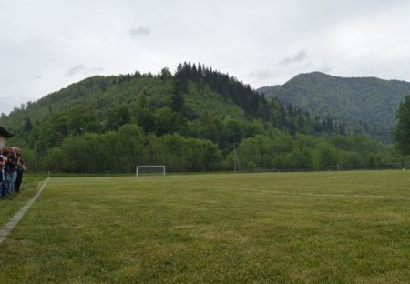 На Тячівщині з'явився новий стадіон (фото)