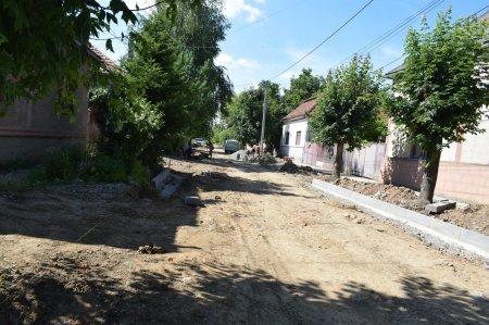 В Берегові йде капітальний ремонт вулиць, водогону та водовідводу (фото)