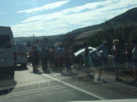 На Закарпатті перекинувся пасажирський мікроавтобус (Фото)