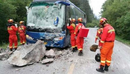 Жахливий землетрус у Китаї: вже 13 загиблих, 175 поранених