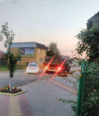 В Тячеві поліцейські зупиняють вантажівки з «шутром» (фото)