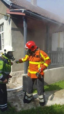 Жителі Хуста ледь не втратили будинок через коротке замикання (ФОТО)