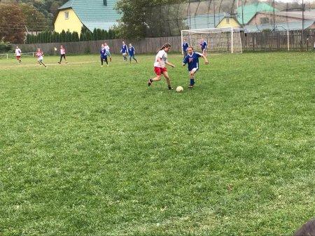 На Тячівщині дівчата грали у футбол (фото)